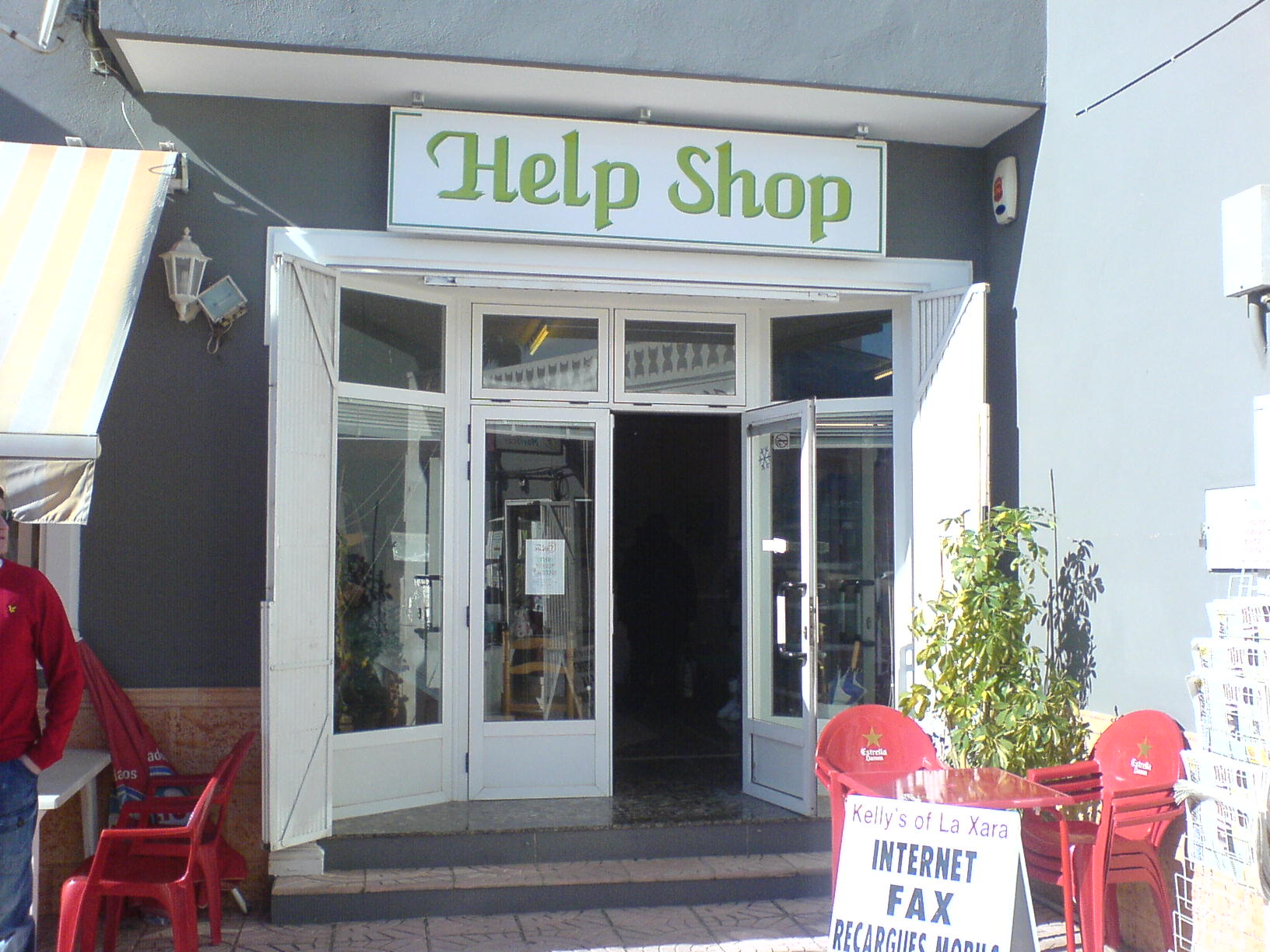 6. The_HELP_Charity_Shop_La_Xara